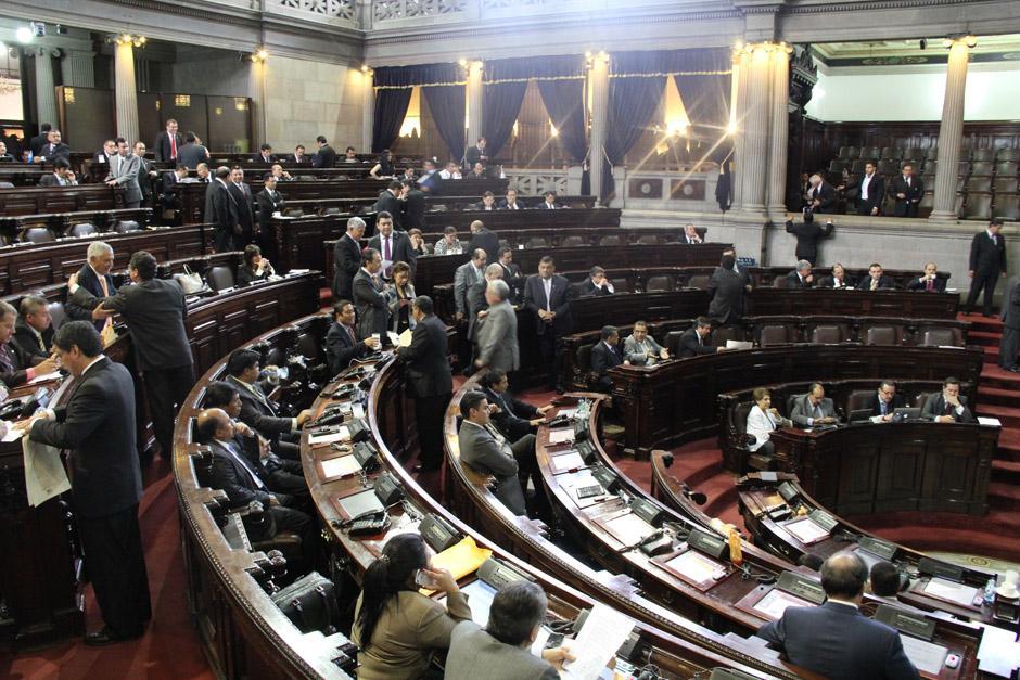 Diputados discuten el contenido de la moción privilegiada (Foto: Jesús Alfonso/Soy502)