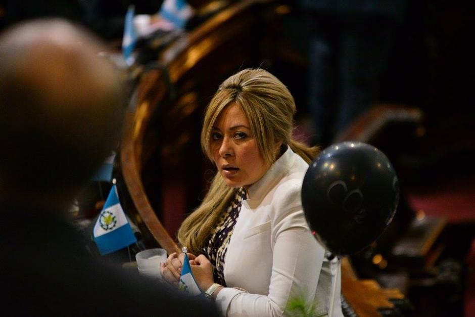 La diputada oficialista Emilenne Mazariegos del Partido Patriota (PP) durante la sesión en el Congreso. (Foto: Wilder López/Soy502)