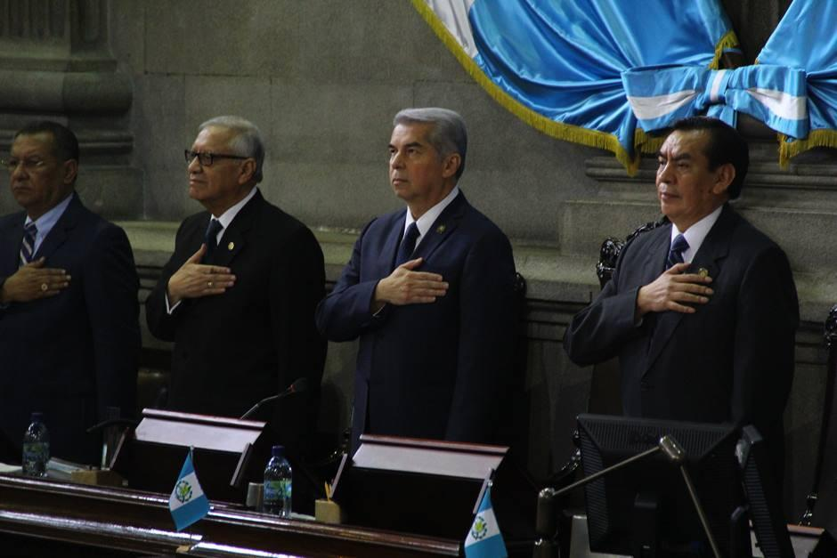 Por primera vez en cuatro años, los tres presidentes de los tres poderes del Estado se reunieron en el Congreso de la República. (Foto: Alexis Batres/Soy502)