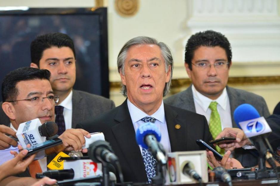 El presidente de la comisión pesquisidora Luis Fernando Montenegro, del bloque de Encuentro por Guatemala ofreció conferencia de prensa. (Foto: Jesús Alfonso/Soy502)