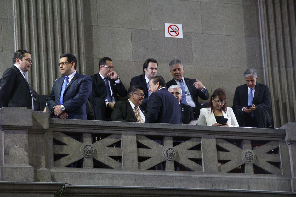 Algunos miembros del reducido gabinete de gobierno del Partido Patriota en el Congreso. (Foto: Alexis Batres/Soy502)