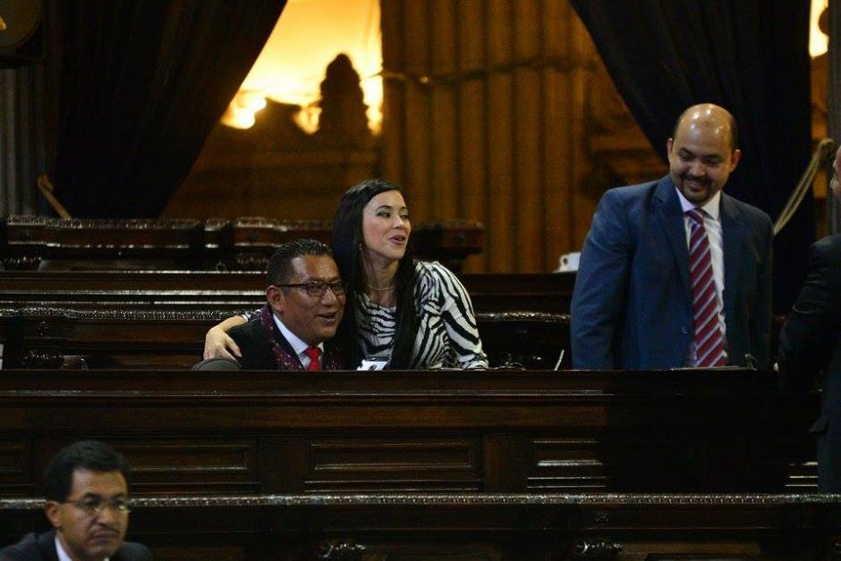 La diputada Julia Maldonado en compañía de sus colegas de bancada. (Foto: Wilder López/Soy502)