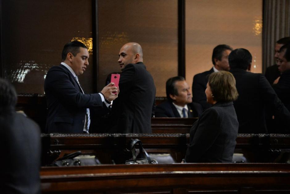 Varios diputados llegaron puntuales a la cita. (Foto: Wilder López/Soy502)