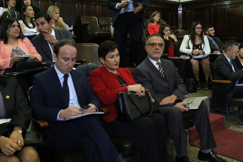 Los funcionarios se encuentran en el palco del Congreso de la República. (Foto: Alejandro Balán/Soy502)