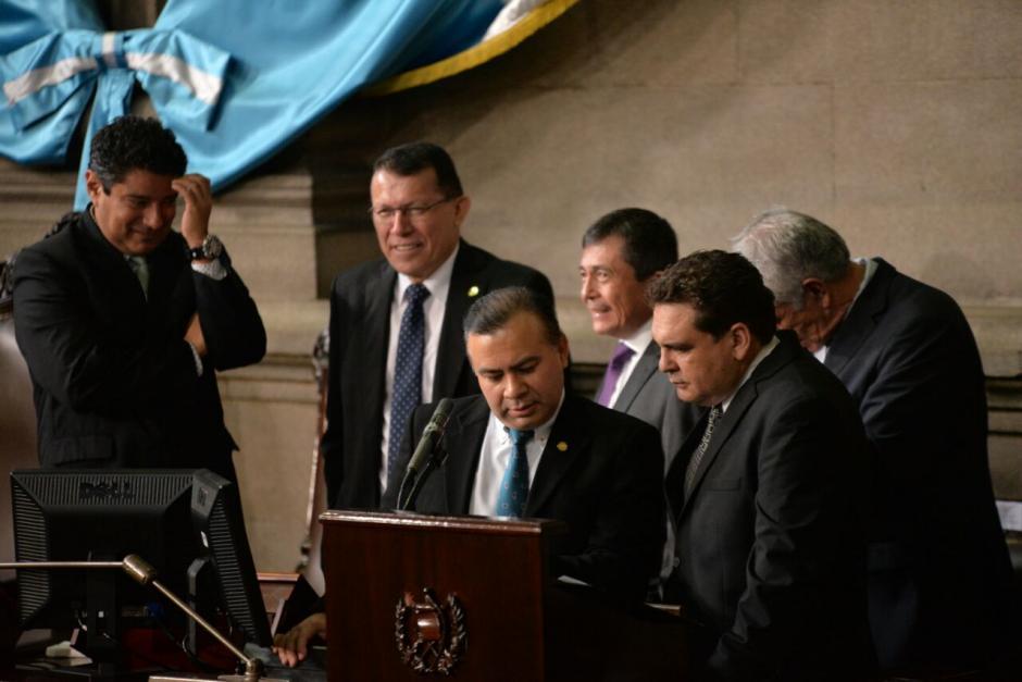 La actual Junta Directiva del Congreso toma su lugar. (Foto: Wilder López/Soy502)