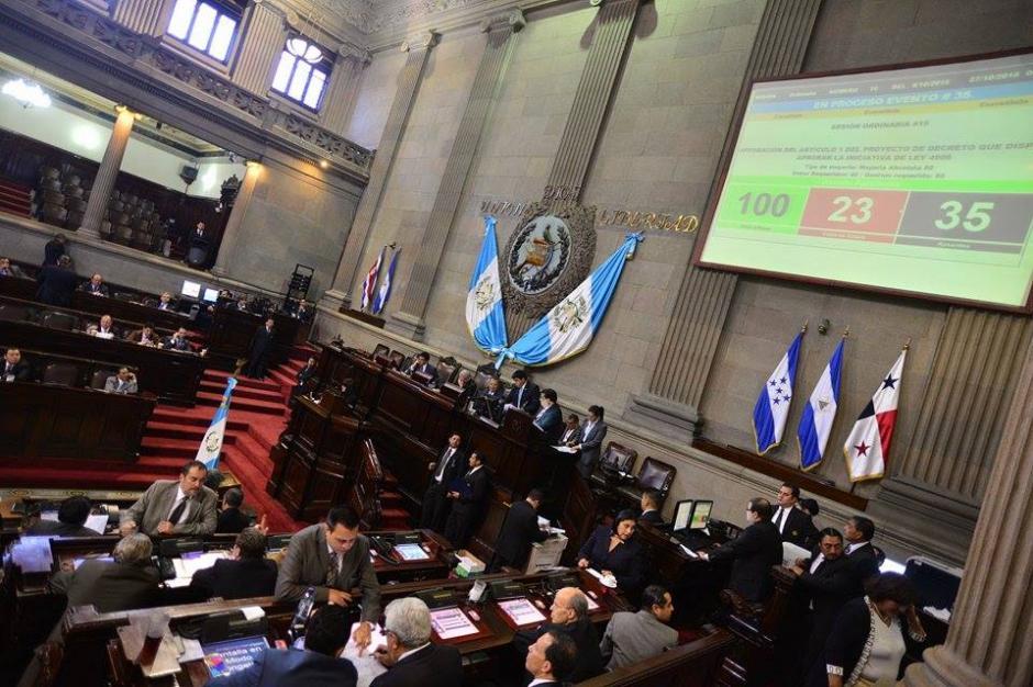 Los diputados se reunieron para conocer la renuncia de Pedro Muadi y la ratificación del Estado de Calamidad en Cambray. (Foto: Wilder López/Soy502)