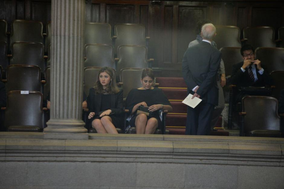 Los invitados de honor ocuparon sus lugares. (Foto: Wilder López/Soy502)
