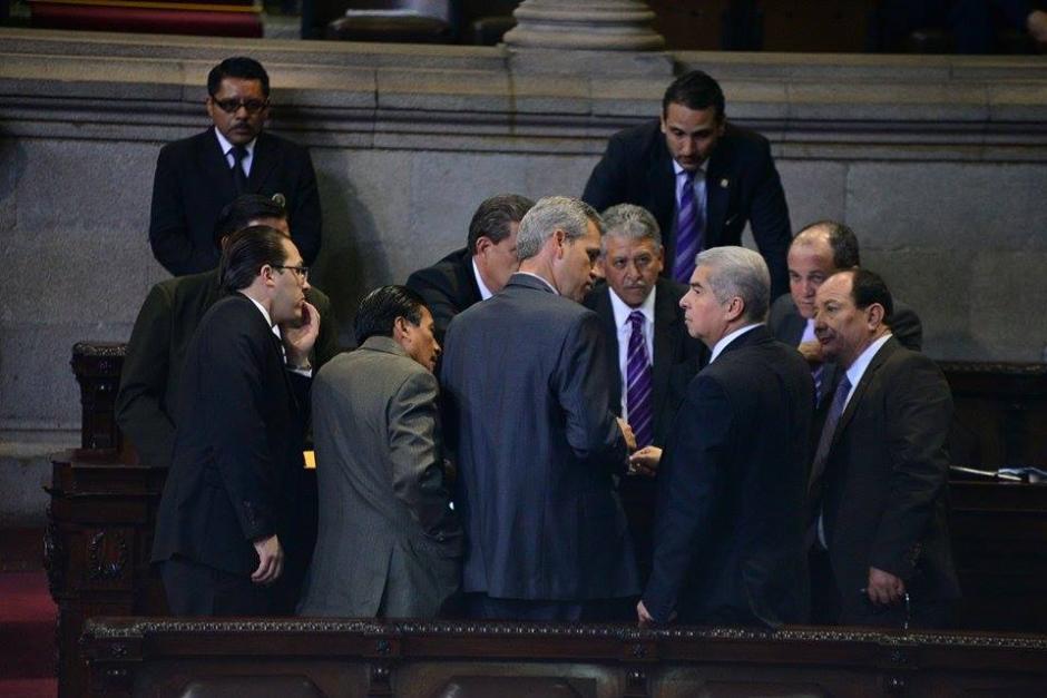 Los diputados firmaron la solicitud para una nueva sesión extraorinaria. (Foto: Wilder López/Soy502)