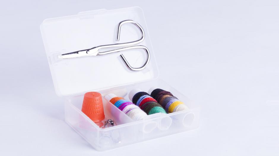 Un kit de costura te puede ayudar en caso de que una prenda se rompa.  (Foto: elcomercio.pe)