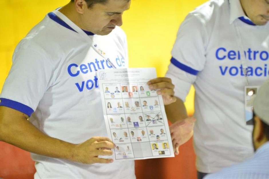 El conteo de los votos en la capital marca una tendencia hacia el partido FCN. (Foto: Jesús Alfonso/Soy502)