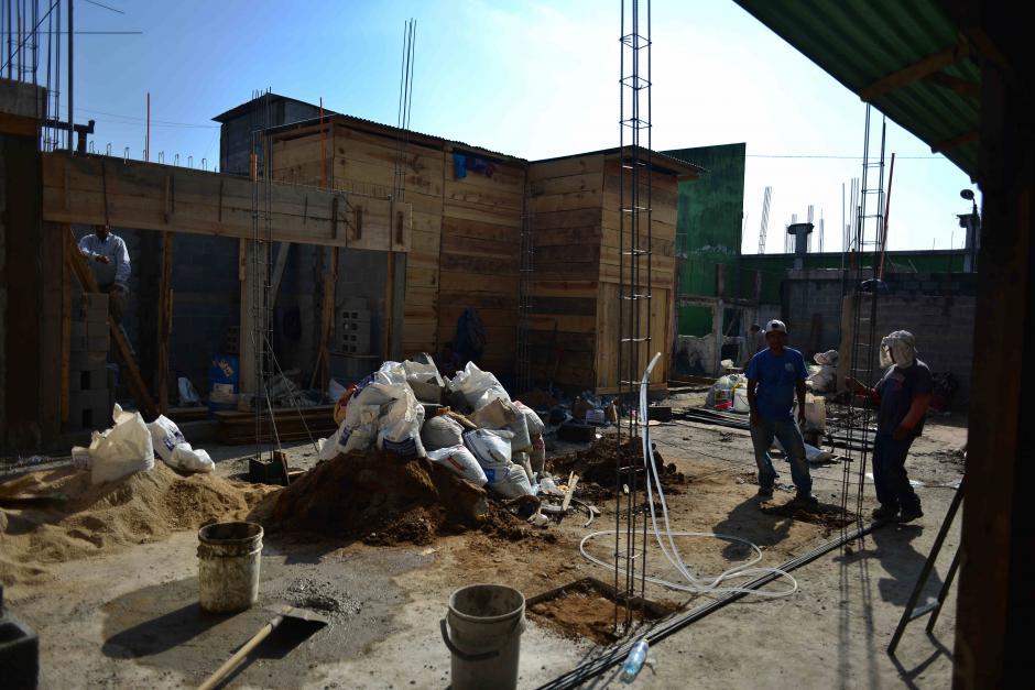 Los afectados están pagando la mano de obra y los materiales con sus recursos. (Foto: Jesús Alfonso/Soy502)