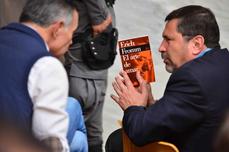 El exministro de Defensa, Ulises Anzueto, ha leído El Arte de Amar. (Foto: Archivo/Soy502)