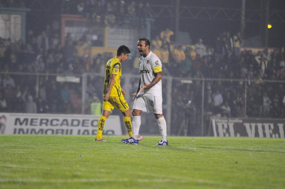 José Contreras gritó a todo pulmón el tercer gol de los Cremas. (Foto: Nuestro Diario)