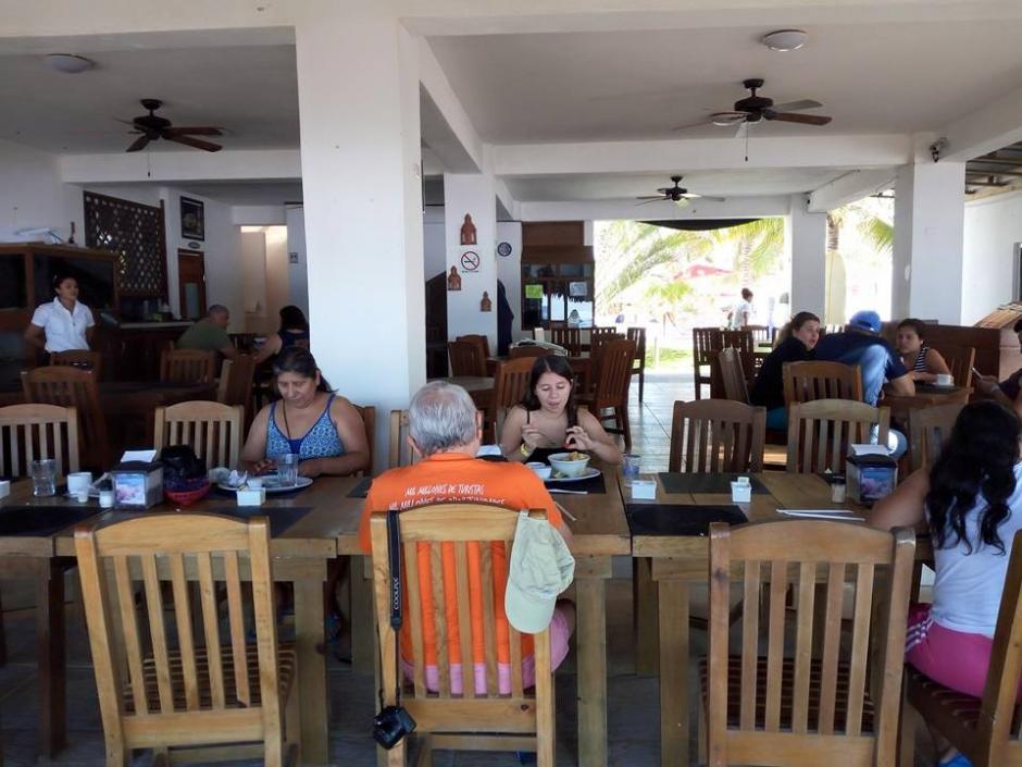 Unos 35 empleados del Inguat fueron de excursión a Monterrico. (Foto: Soy502)