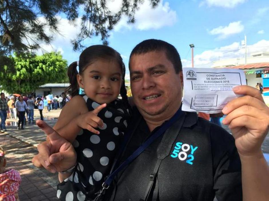 El equipo de Soy502 continúa cumpliendo con su deber ciudadano, el es Jesús Alfonso y ya votó. (Foto:@chuzalfonso)