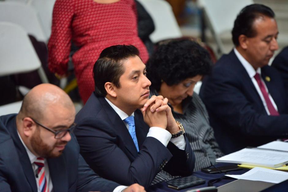 El abogado Mario Cano atento a lo que el juez Gálvez expone. (Foto: Jesús Alfonso/Soy502)