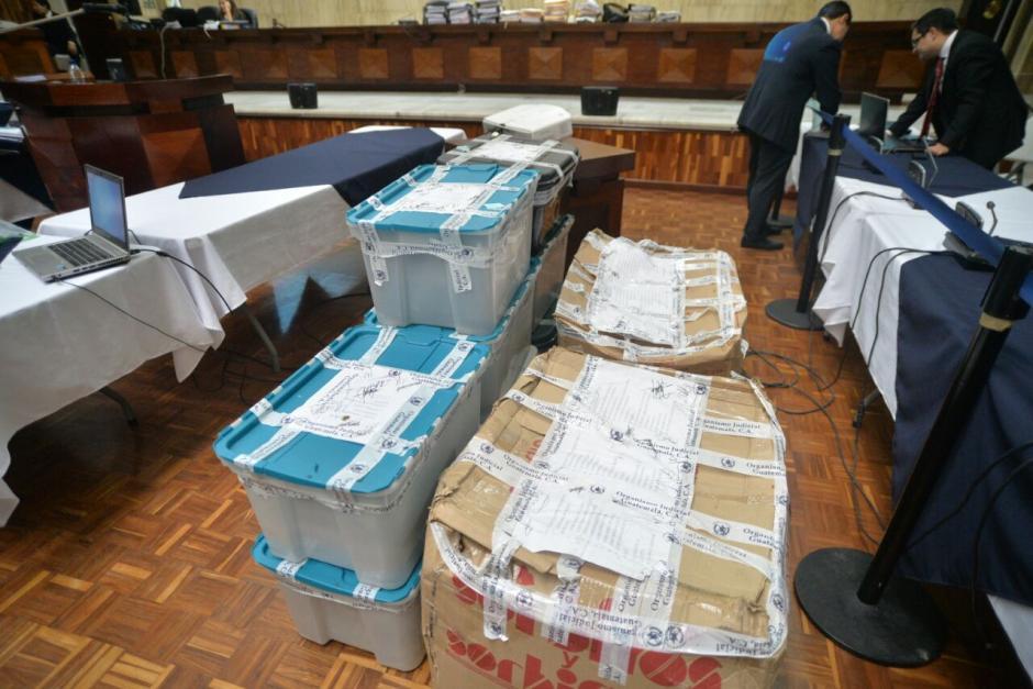 En el interior de la Sala de Vistas se encuentran varias cajas con evidencias. (Foto: Wilder López/Soy502)