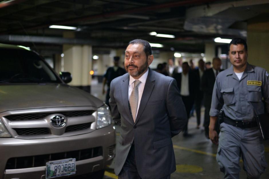El exministro de Gobernación, Mauricio López Bonilla en su llegada a la Sala de Vistas de la CSJ. (Foto: Wilder López/Soy502)