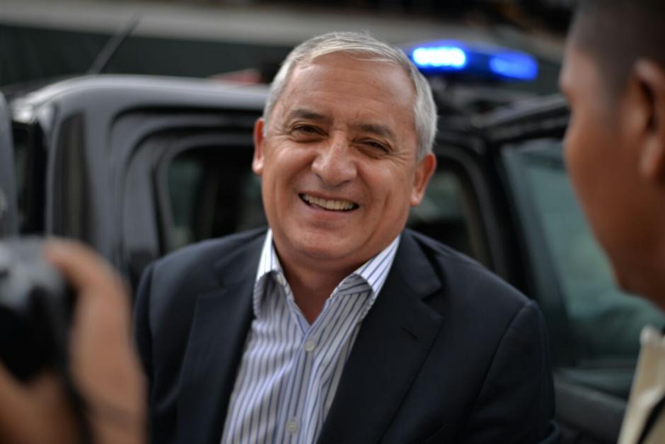 El exmandatario Pérez Molina se mostró sonriente en su llegada a la Torre de Tribunales.  (Foto: Wilder López/Soy502)