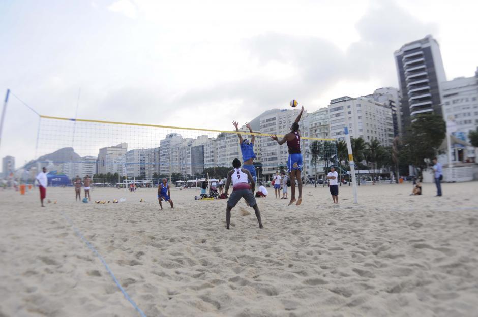 El voleibol de playa es otro de los atractivos de las playas brasileñas. (Foto: Pedro Pablo Mijangos/Soy502)