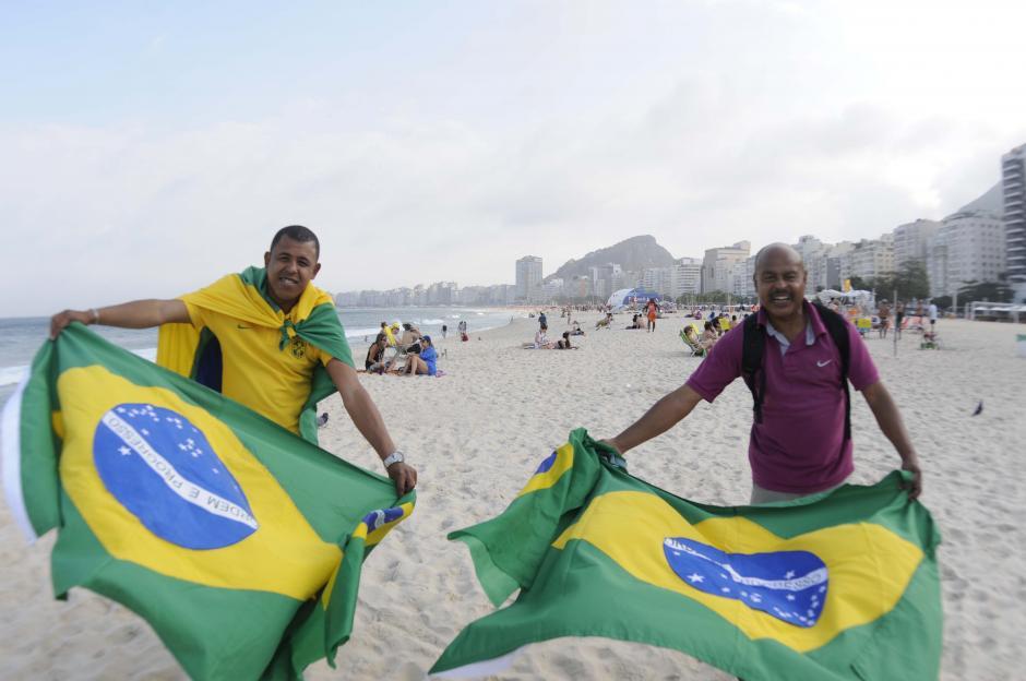 Las banderas de Brasil son parte de la vista en Copacabana. (Foto: Pedro Pablo Mijangos/Soy502)