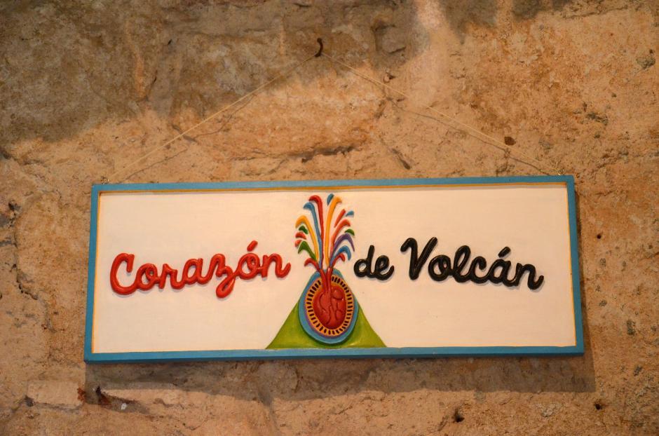 """""""Corazón de Volcán"""" nace como una marca que lleva el arte a los accesorios para que cobren vida. (Foto: Selene Mejía/Soy502)"""