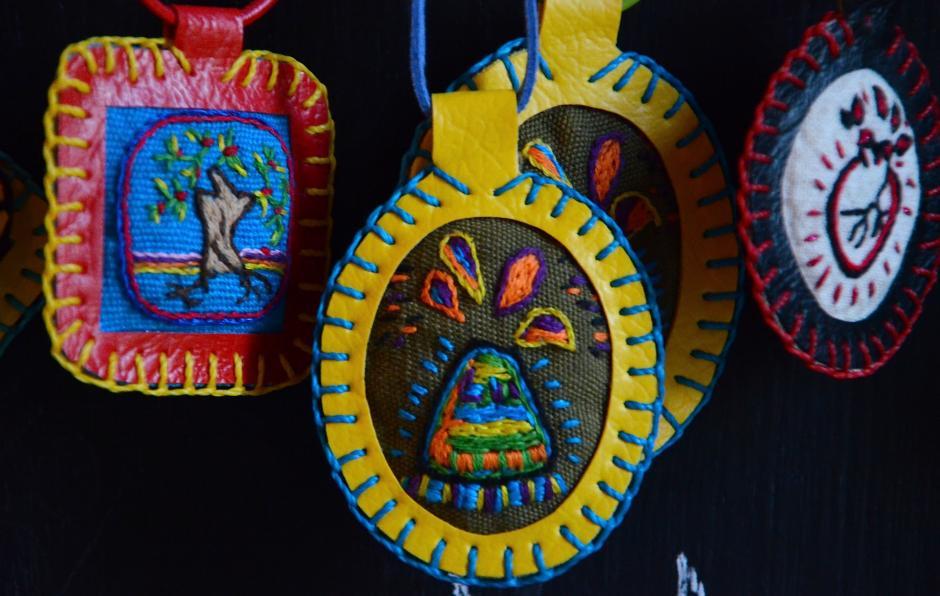 Los colores elegidos para cada una de las piezas reflejan la naturaeza y cultura guatemalteca. (Foto: Selene Mejía/Soy502)