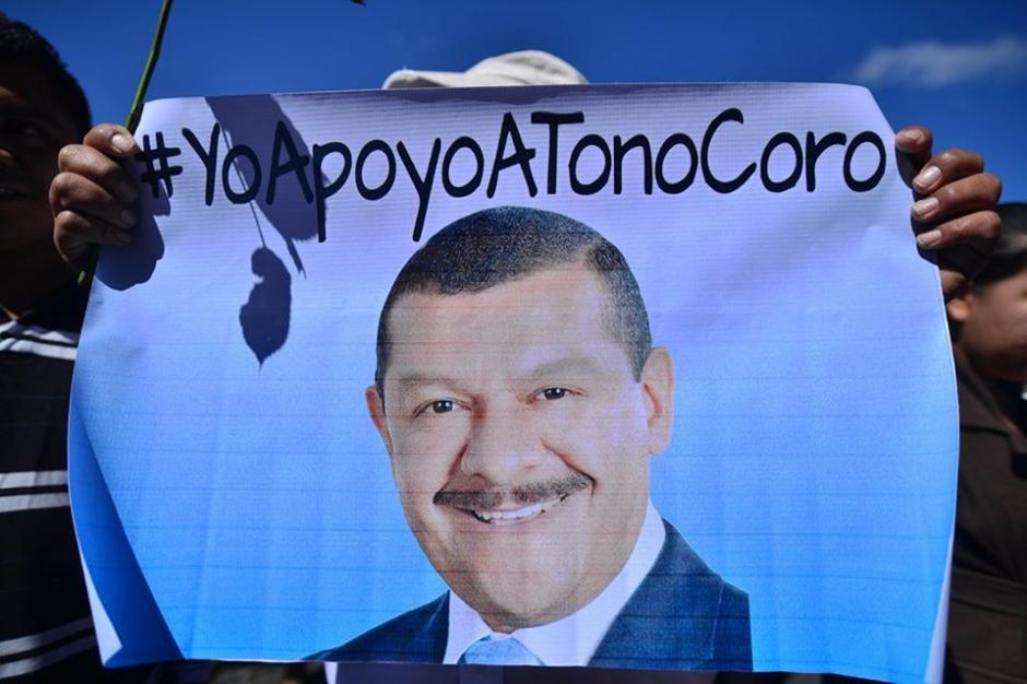 La imagen de Tono Coro en pancartas se mostró durante la audiencia. (Foto: Wilder López/Soy502)
