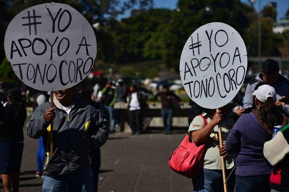 """""""Yo apoyo a Tono Coro"""" era el mensaje constante de la protesta pacífica en Tribunales. (Foto: Wilder López/Soy502)"""