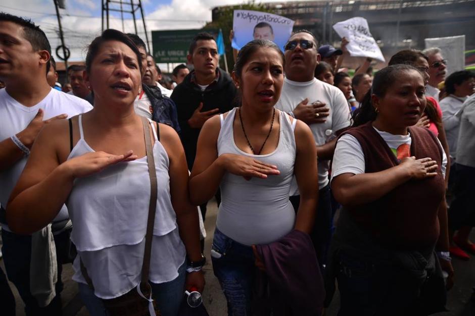 Varias personas llegaron fueron trasladadas en buses desde Santa Catarina Pinula. (Foto: Wilder López/Soy502)