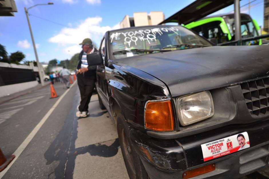 Mensajes de apoyo fueron escritos en vehículos particulares. (Foto: Wilder López/Soy502)
