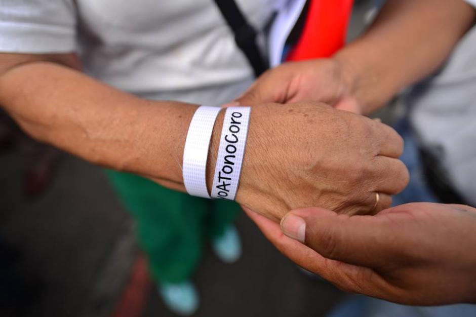 Además de las pancartas los manifestantes llevaron pulceras. (Foto: Wilder López/Soy502)
