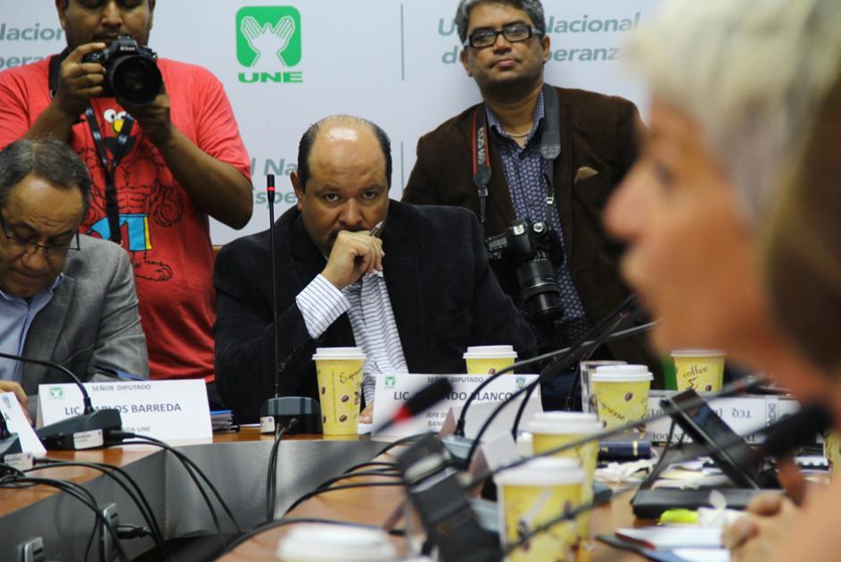 El diputado Orlando Blanco cuestionó a la representante de la empresa Susane Marston. (Foto: Alejandro Ortiz/Soy502)