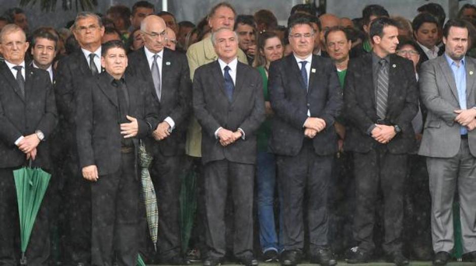 El presidente brasileño Michel Temer asistió a despedir a las víctimas. (Foto: Infobae)
