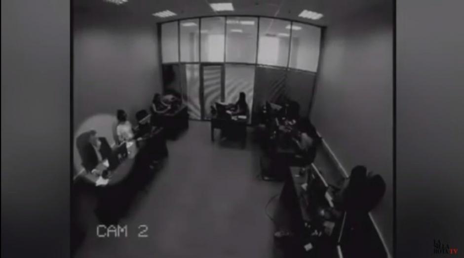 Este es el momento en que se percata que ganó la lotería y grita como loco. (Foto: Captura de Youtube)