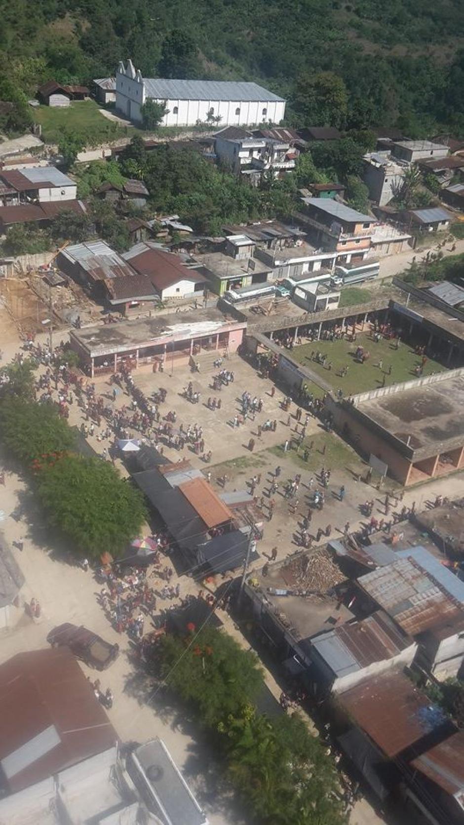Afluencia de uno de los centros de votación instalado en el municipio de San Juan Cotzal, Quiché. (Foto: Nuestro Diario)