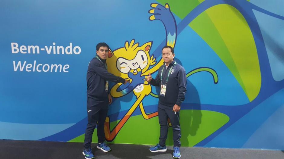 Manuel Rodas llegó acompañado por su entrenador, Omar Ochoa. (Foto: COG)