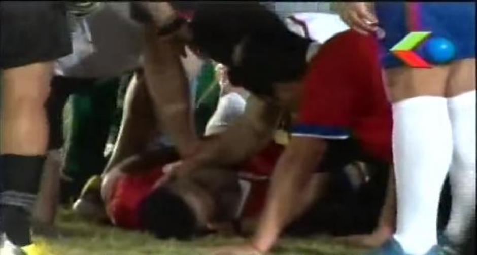 exfutbolista se desploma en pleno partido foto