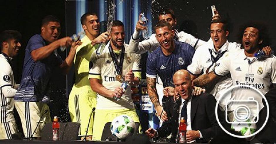 Zidane se vio soprendido por los jugadores que interrumpieron la conferencia de prensa. (Foto: Captura de video)