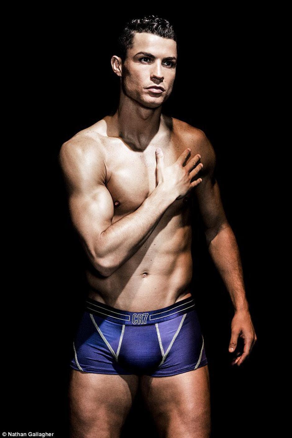 Las fotos de Cristiano luciendo sus nuevos calzoncillos llaman la atención. (Foto: Twitter)