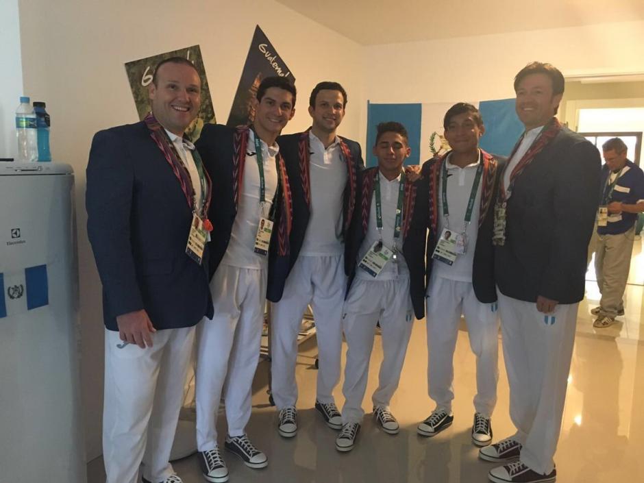 Los varones lucirán los colores azul y blanco en el fesfile inaugural de Río 2016. (Foto: COG)