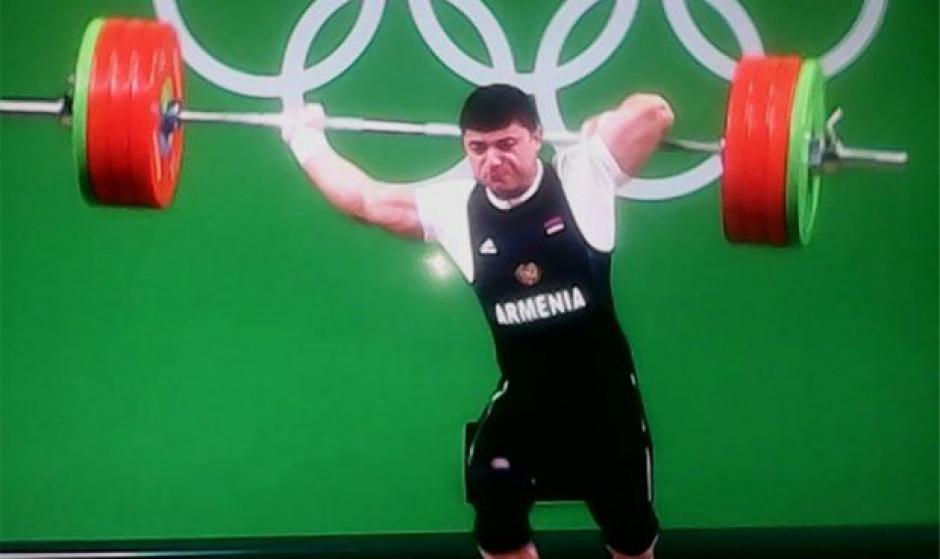 Karapetyan intentaba levantar 195 kilos. (Foto: Twitter)