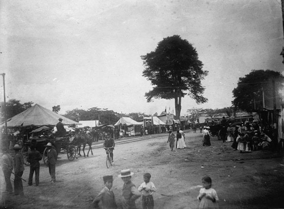 Plaza de Jocotenango, feria de la asunción en 1911. (hoy parque Jocotenango antiguo Morazán, zona 2).(Foto: Twitter/@GuatHistorica)