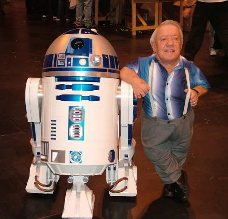 R2-D2 y Kenny Baker a partir de ahora serán un leyenda del cine mundial. (Foto: Twitter)