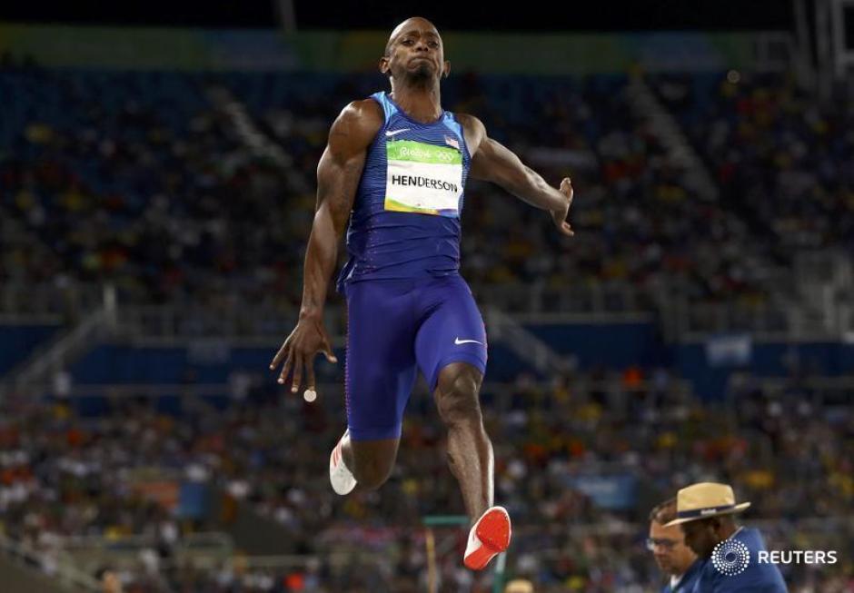 Jeff Henderson gana el oro en salto de longitud. (Foto: EFE)
