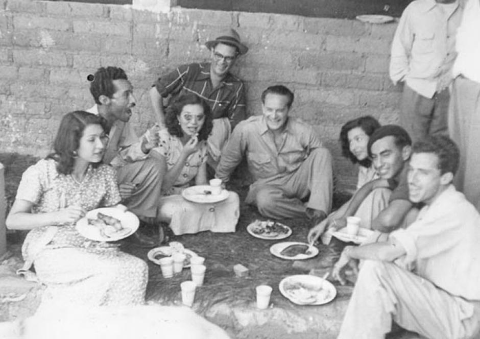 Jacobo Arbenz en un almuerzo durante gira de campaña presidencial. 1950 (Foto: Twitter/@GuatHistorica)