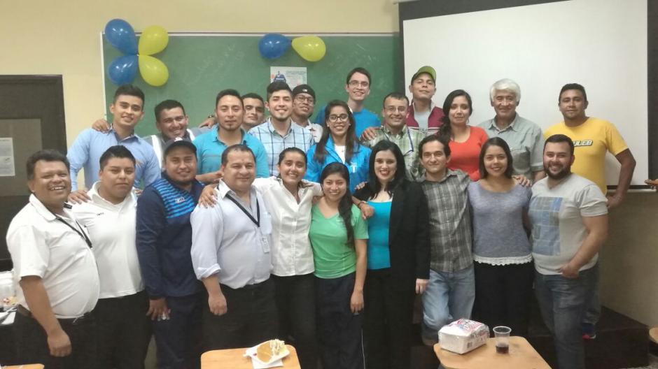 En la universidad, Gómez fue bien recibida por sus compañeros de clases. (Foto: Twitter Ana Sofía Gómez)