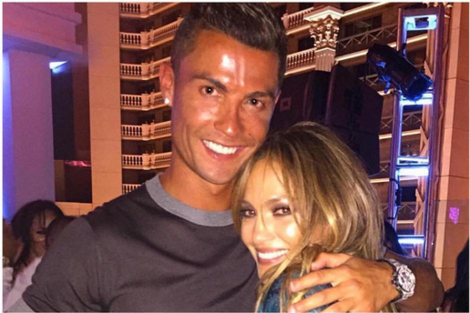 Cristiano Ronaldo se tomó la foto con su gran amiga JLo quien estuvo de cumpleaños. Foto: Instagram)