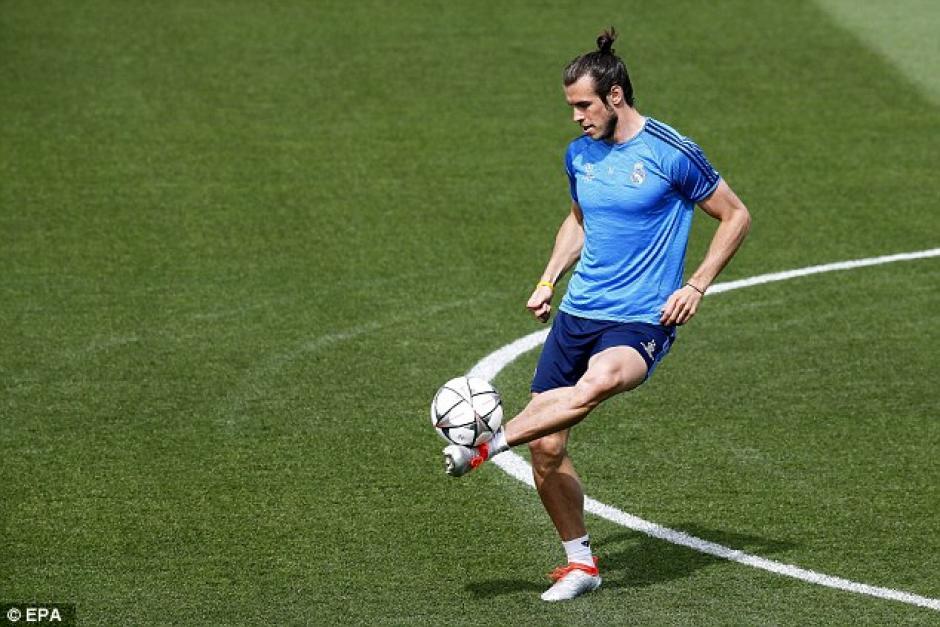 Gareth Bale durante la sesión de entrenamiento. (Foto: Daily Mail)