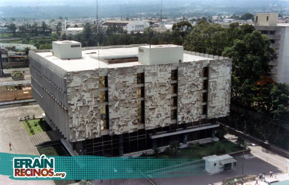 El edificio del Crédito Hipotecaro Nacional luce majestuoso desde lejos. (Foto: efrainrecinos.org)